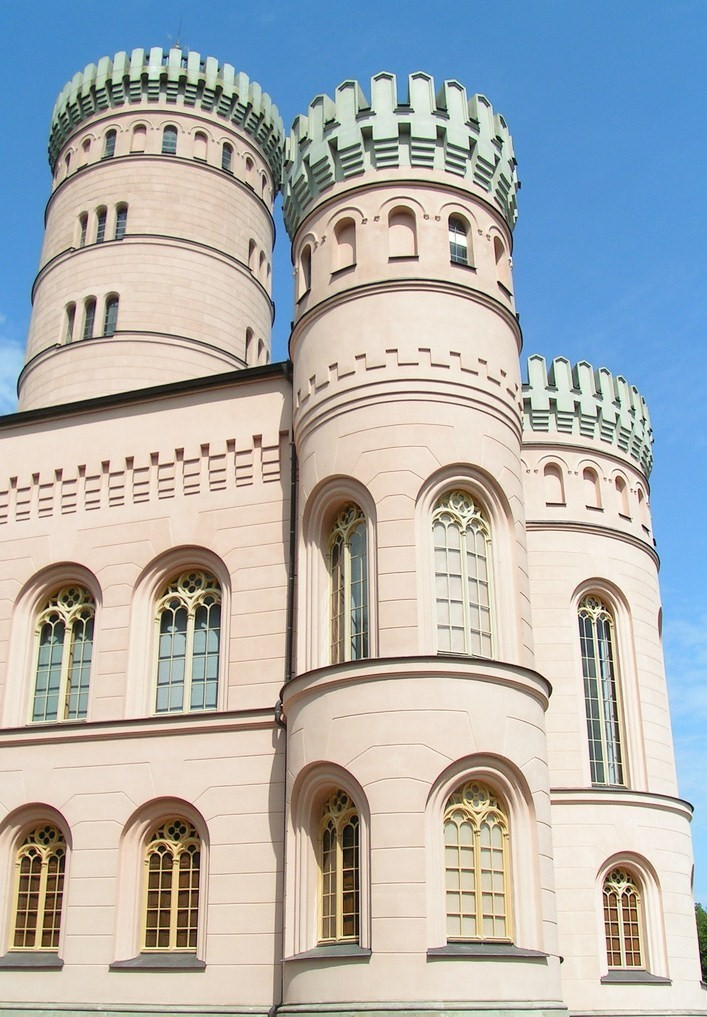 Auf dem Tempelberg der Granitz auf Rügen steht das berühmte Jagdschloss.