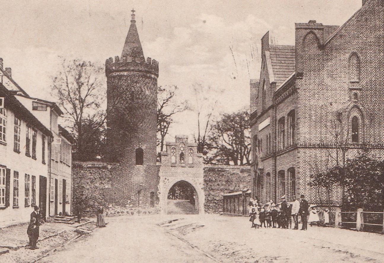1898 erhielt die 1846 gegenüber dem Franziskanerkloster eröffnete Kleinkinderbewahranstalt ein neues Domizil in der heutigen Darrenstraße.