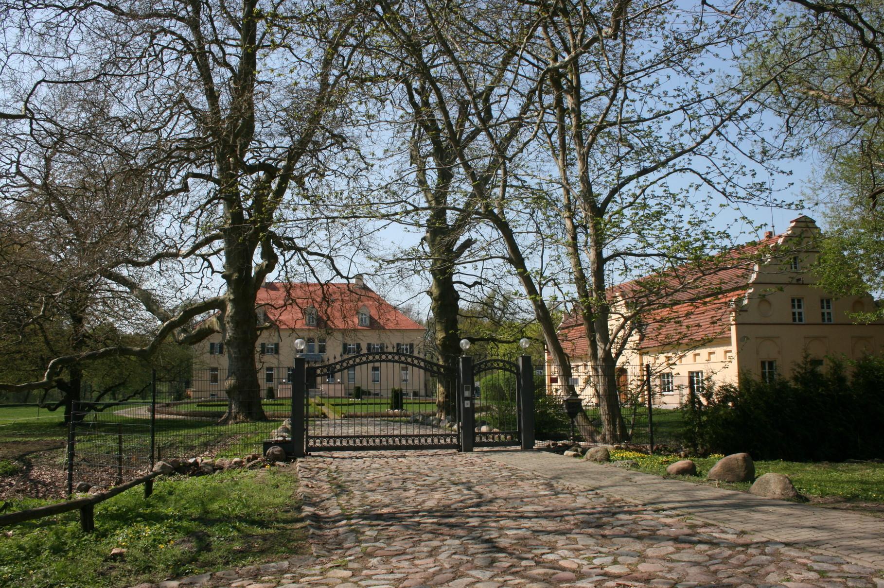 Blick auf das um 17030 erbaute Herrenhaus von Groß Gievitz.