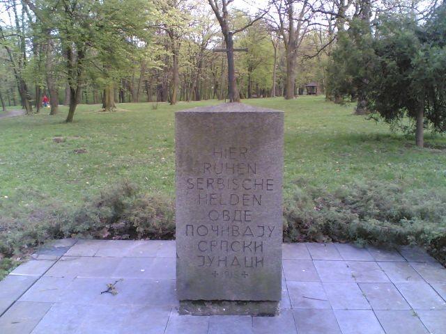 Das Dekmal ließ Mackensen 1916 in Belgrad für die gefallenen serbischen Helden errichten.