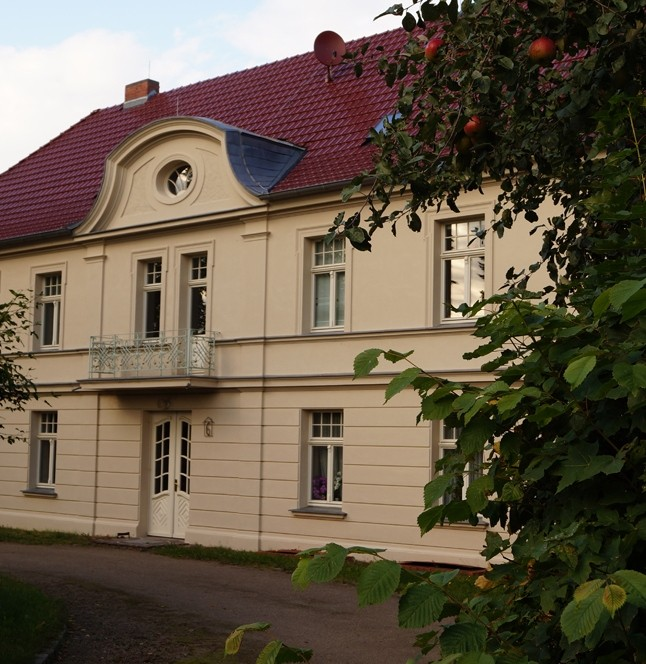 Das sanierte Gutshaus wird heute von Familie Rolf Henke bwohnt.