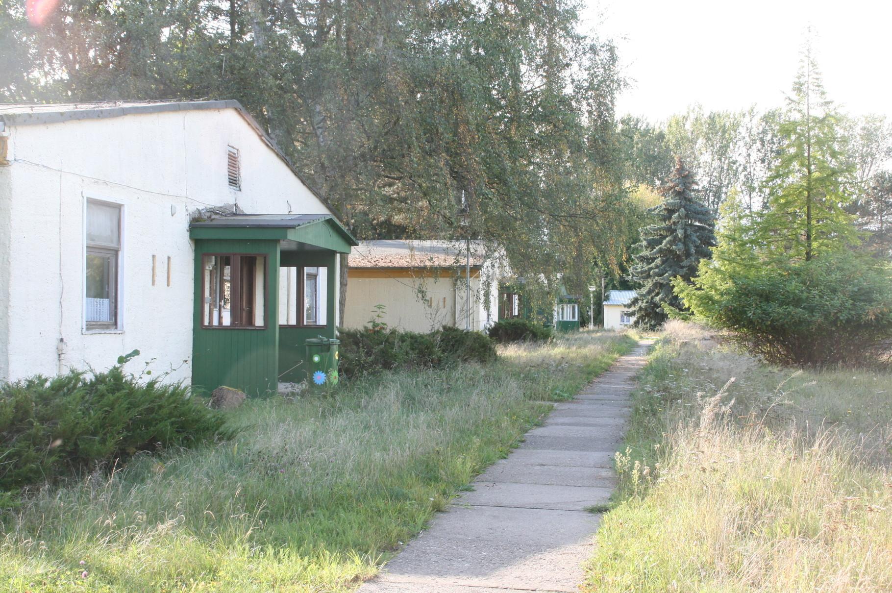 Das Lager, in dem Teile des Filmes entstanden, wurde 2014 für 35.500 Euro verkauft.