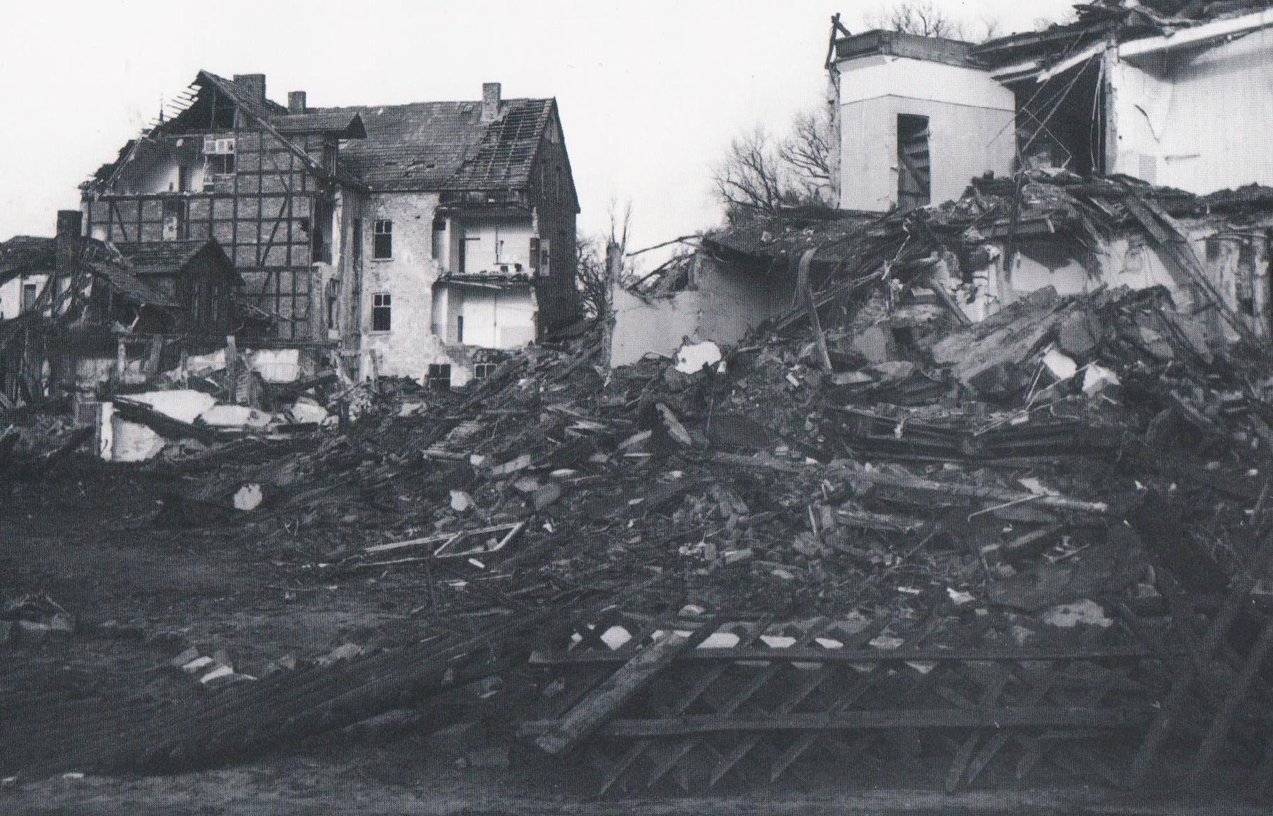 """Die Ruinen der Straße wurden dann Kulisse für den Fernsehfilm """"Der Sonne Glut""""."""