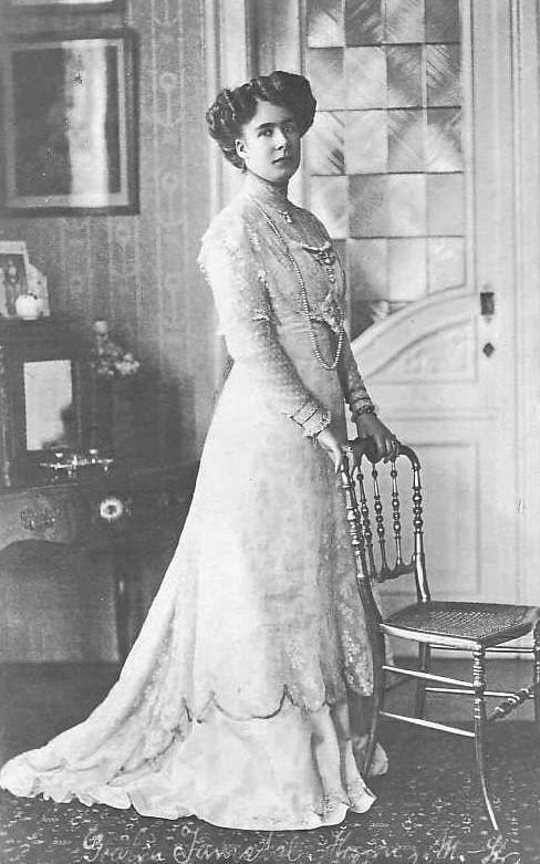 Prinzessin Viktoria Mrie von Mecklenburg-Strelitz wurde vom Kammerlakei Heinrich Hecht geschwängert.