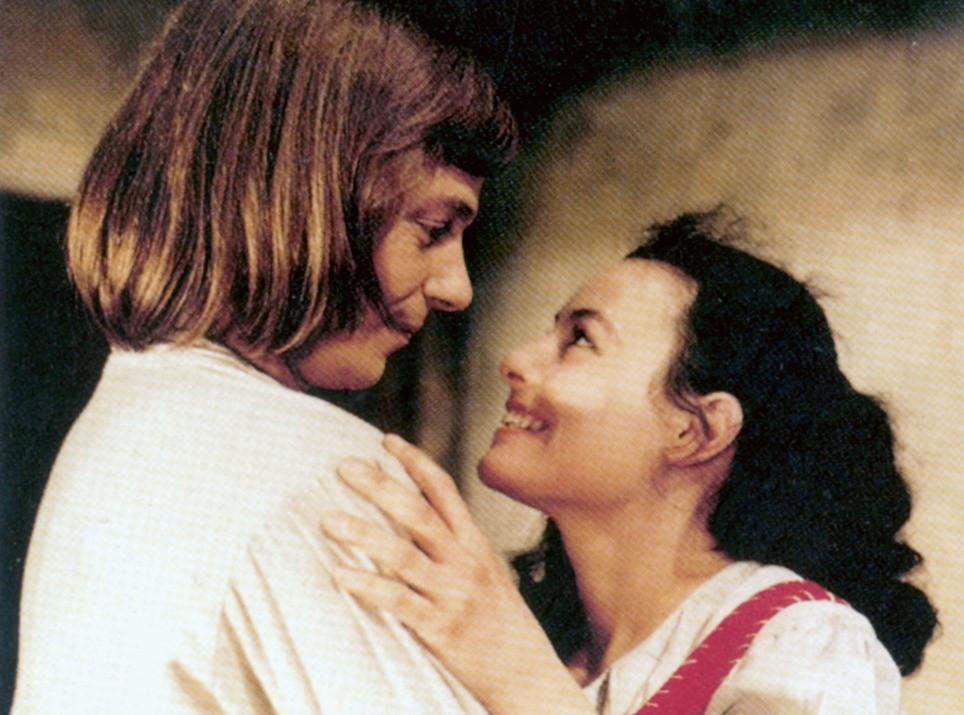 Happyend, am Ende bekommt Hans (Viktor Semjonow) seine Anne (Blanche Kommerell), das für den Film erfundene Mädchen aus dem Volk.