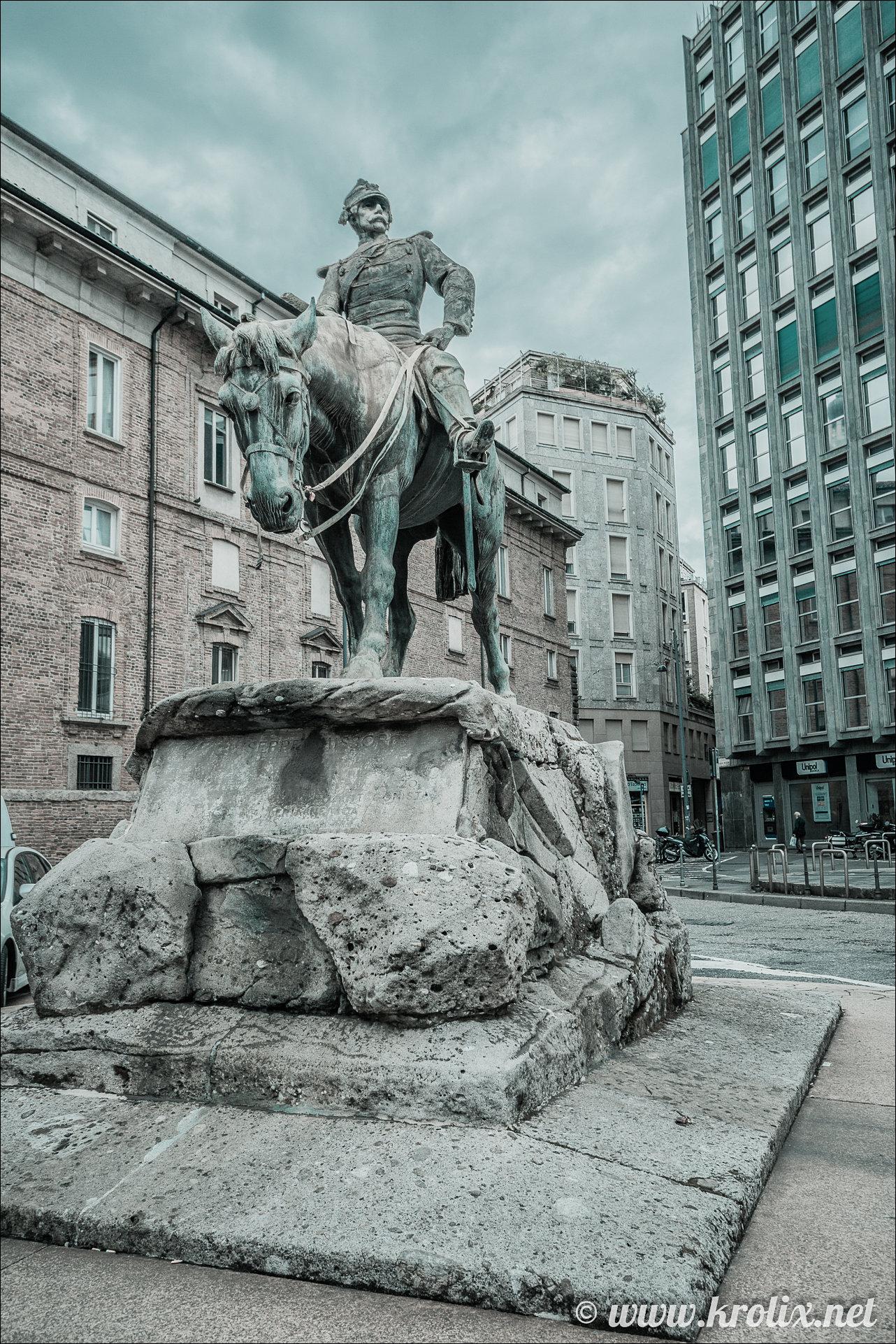 2. Памятник этому самому Джузеппе.