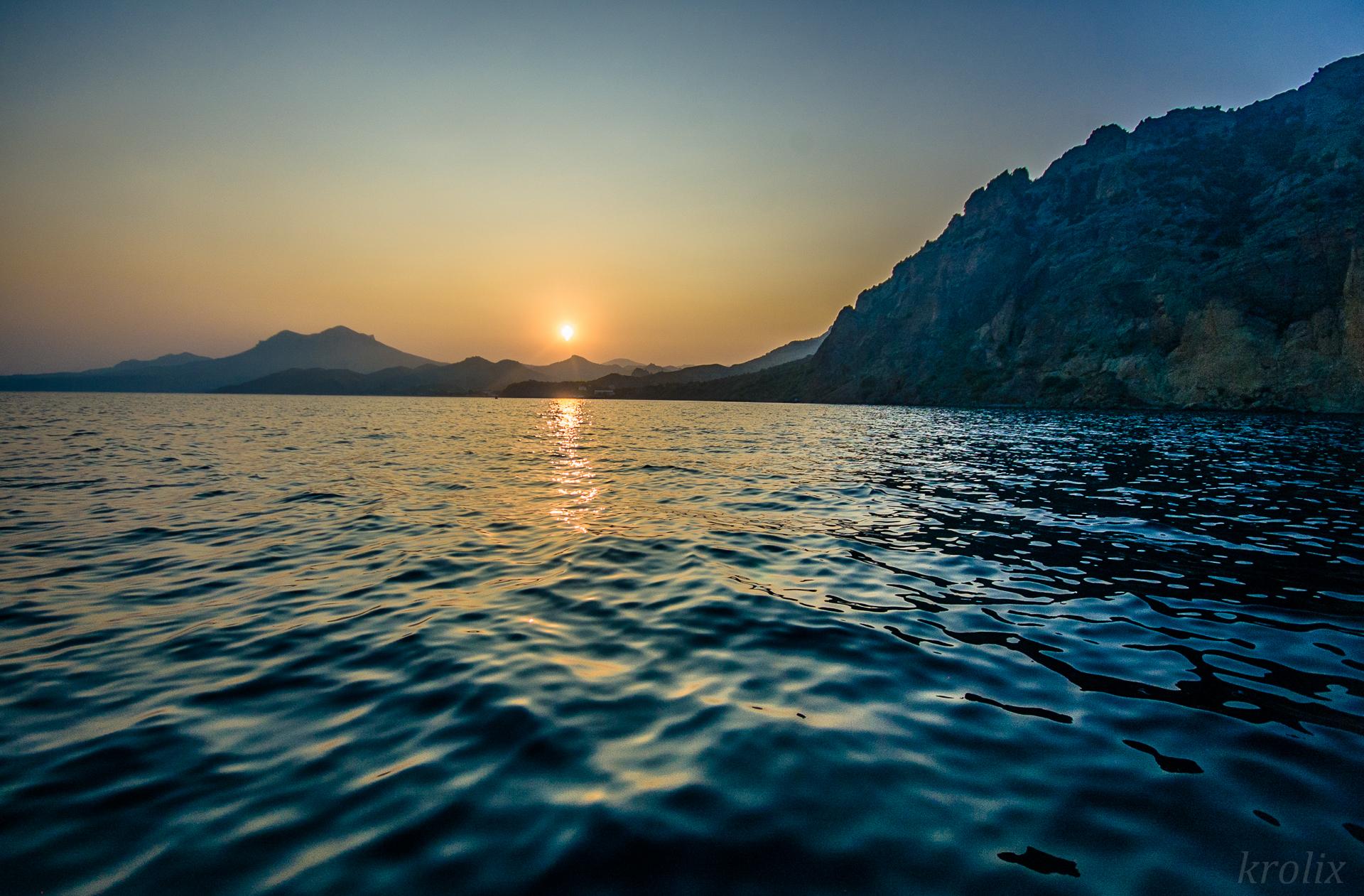 Море отдаёт металлом.