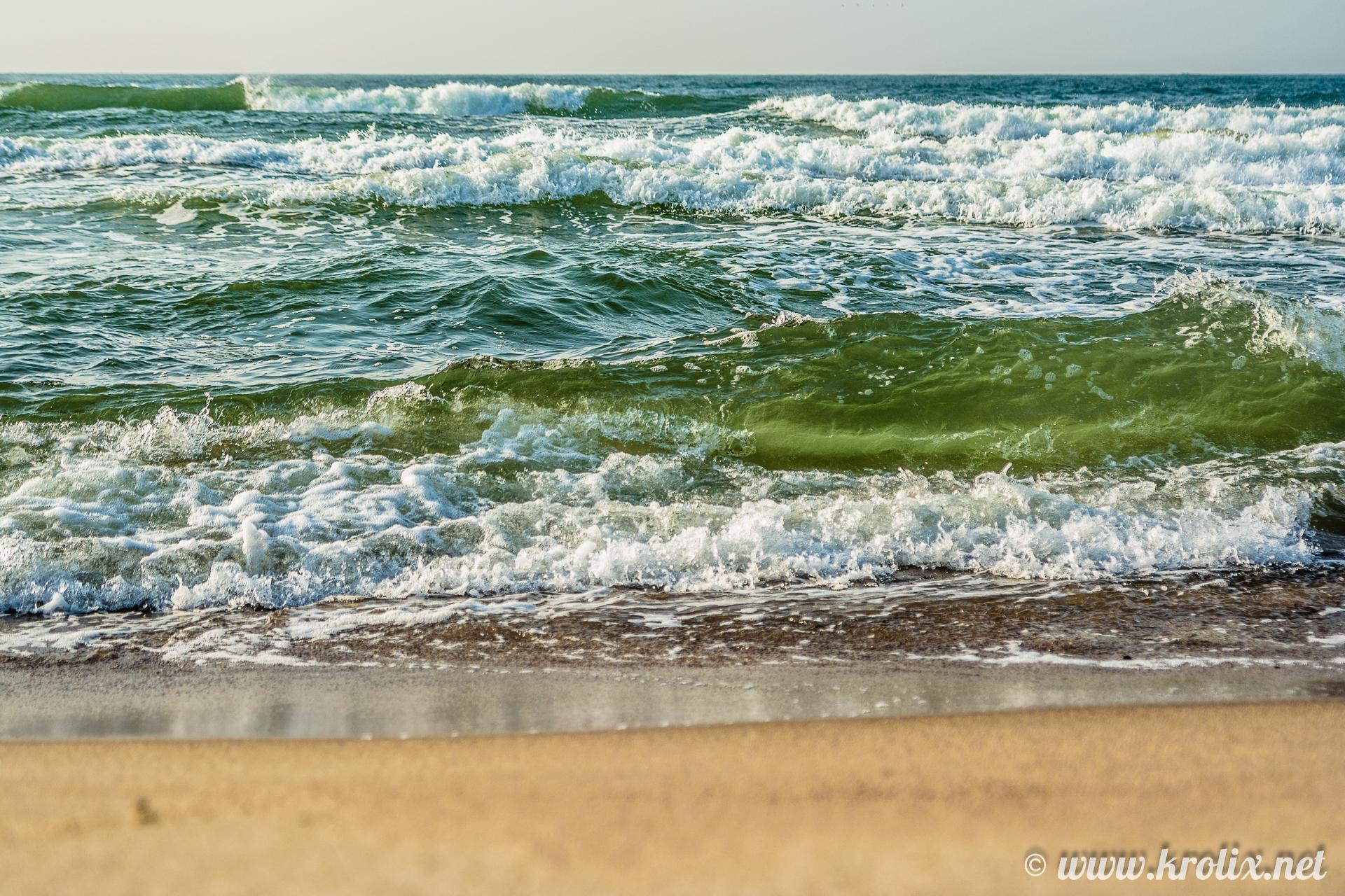 3. На волны можно смотреть часами. Пока не закоченеешь :)