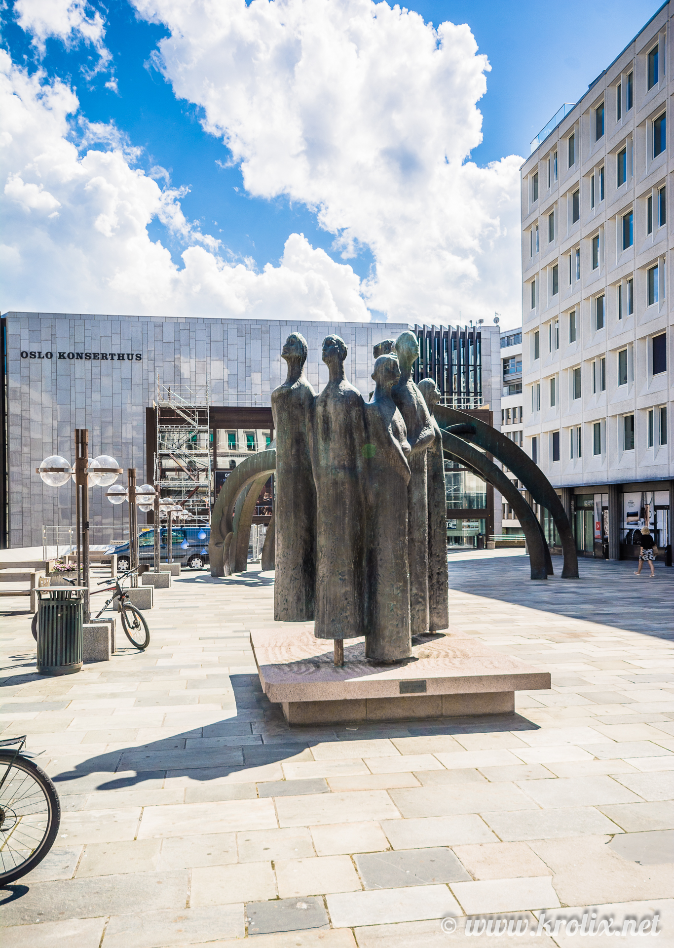 5. Парящие статуи рядом с концертным залом Осло.