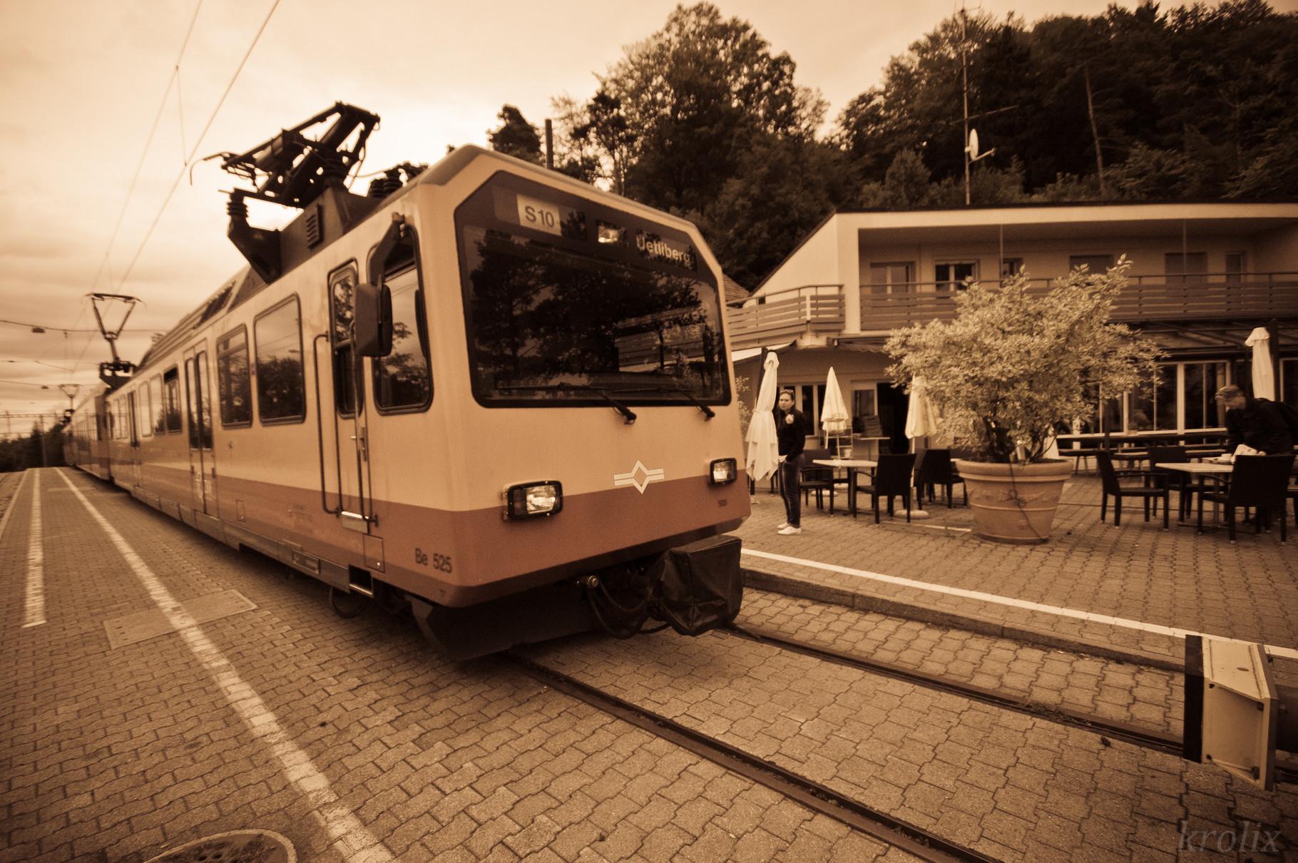 """""""Вишнево-хурмовая 10-ка"""" S-bahn'а. По сути --- трамвай."""
