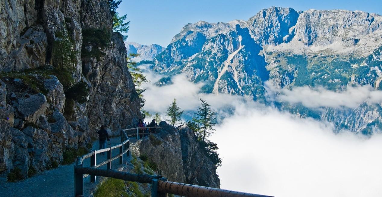 Вид на тропинку и Альпы