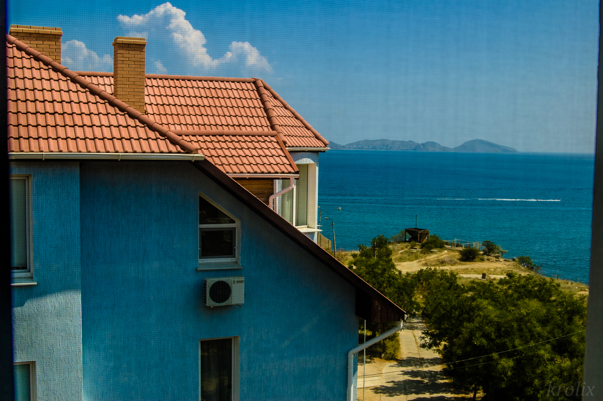 Из нашего окна видно море и мыс Киик-Атлама, у города Орджоникидзе