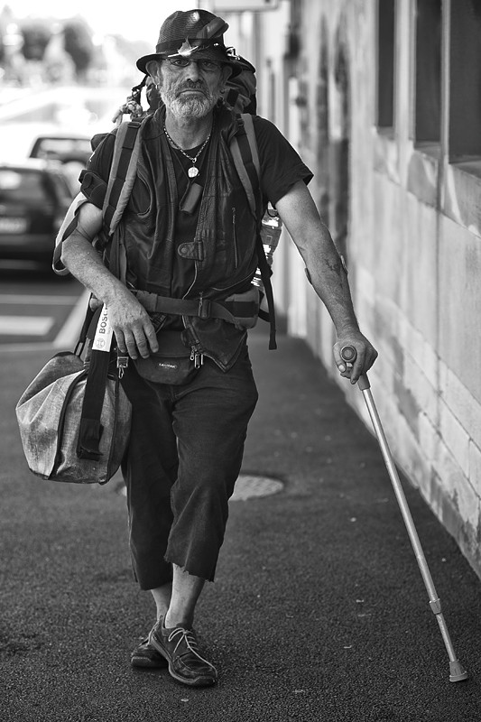 Obdachlosigkeit, obdachlos, wohnungslos, Pilgerweg, Abschied, Reise, Behinderung, Schmerz