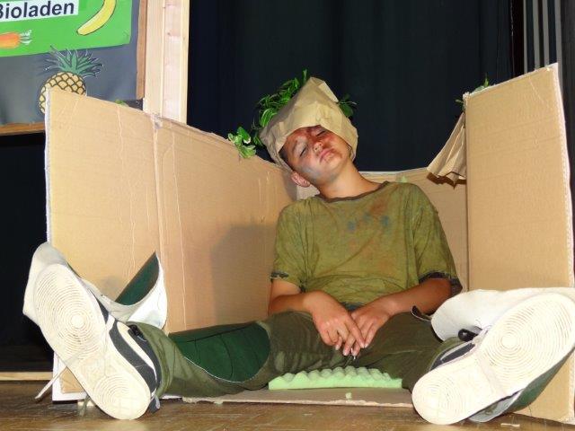 Kompi (Harun Agirmann) lebt gemütlich