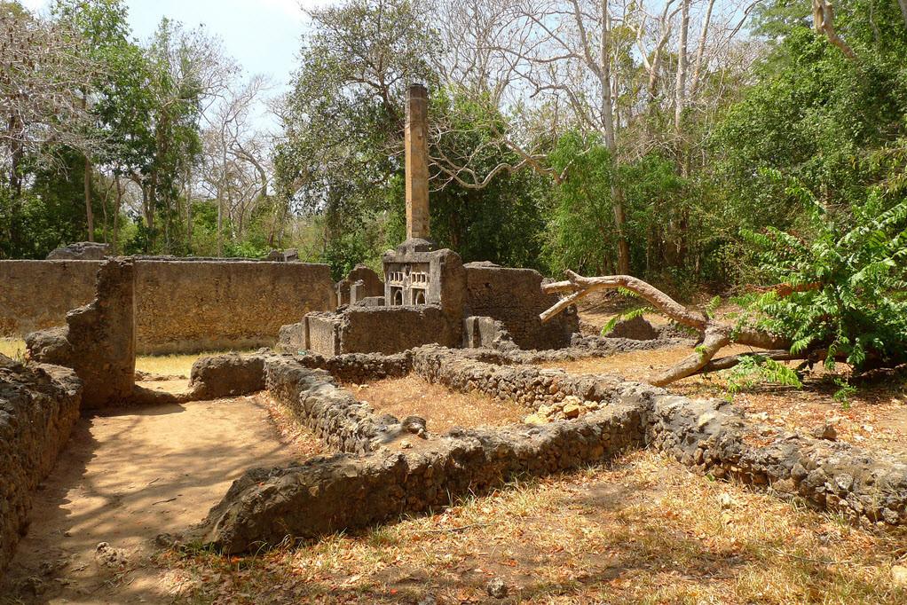 Le rovine di Gede, Kenya. Tomba Pilastro (Pillar Tomb).
