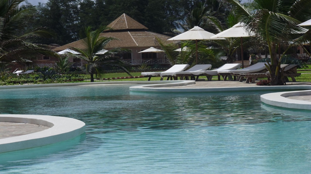 Holiday House Tembo Court Malindi - Beachfront Pool
