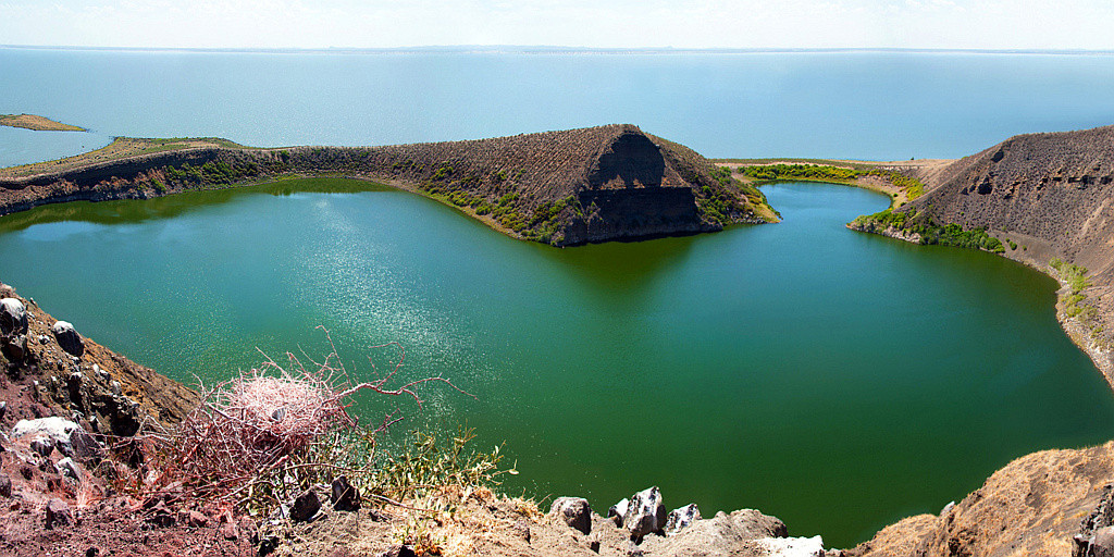 Crocodile Lake, Central Island Lake Turkana