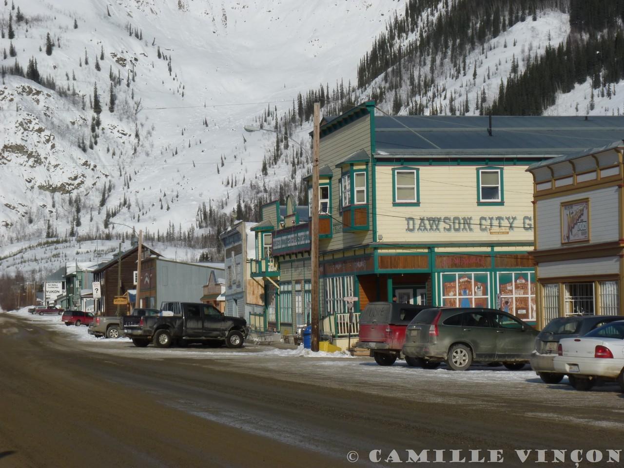 Dawson City, ancienne capitale du Yukon, abritait autrefois les chercheurs d'or. Ils étaient 40 000 en 1900, dans cette ville qui ne compte aujourd'hui plus que 3 000 habitants.