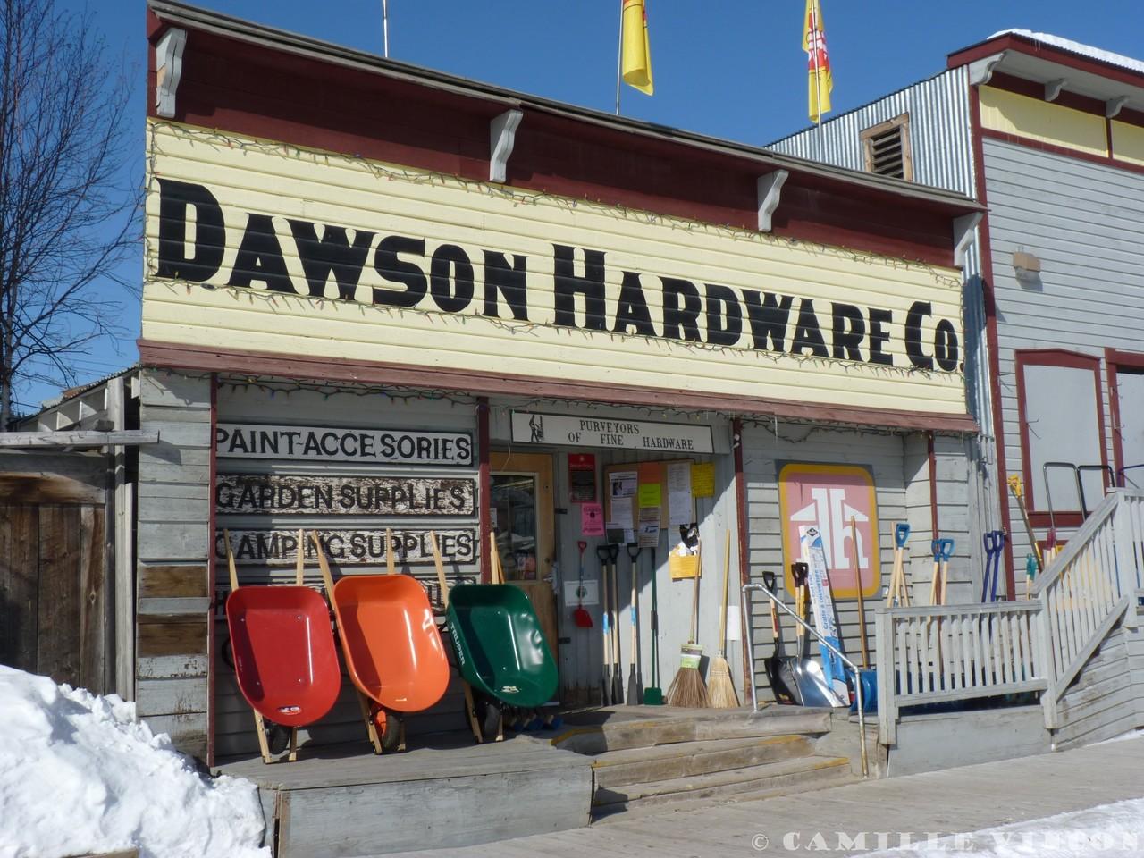 A Dawson, les trottoirs sont encore en bois et les habitations ont conservé leurs charmes d'autrefois. D'ailleurs toute nouvelle construction doit respecter des normes bien précises. Ambiance western garantie!
