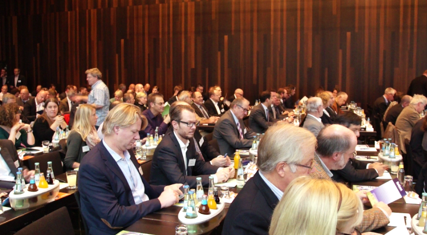 Über 300 Zuhörer im Vortragsplenum | Bild: greenIMMO