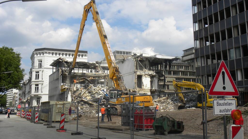 25.7.: Abriss des hinteren Gebäudes | © greenIMMO