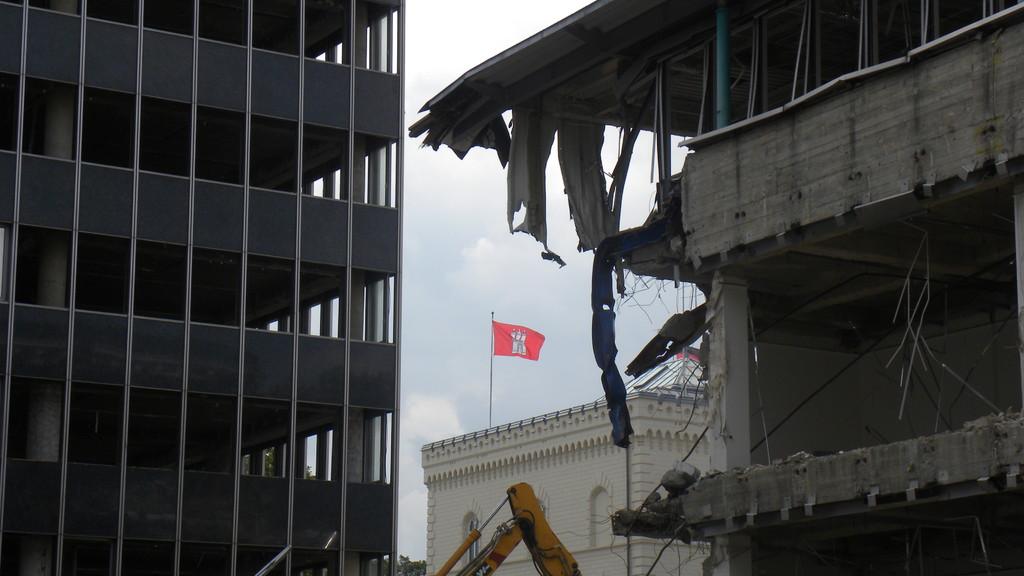 28.7.: Symbolisch betrachtet: Hamburg im Baufieber zwischen Altbestand und Green Building | © greenIMMO