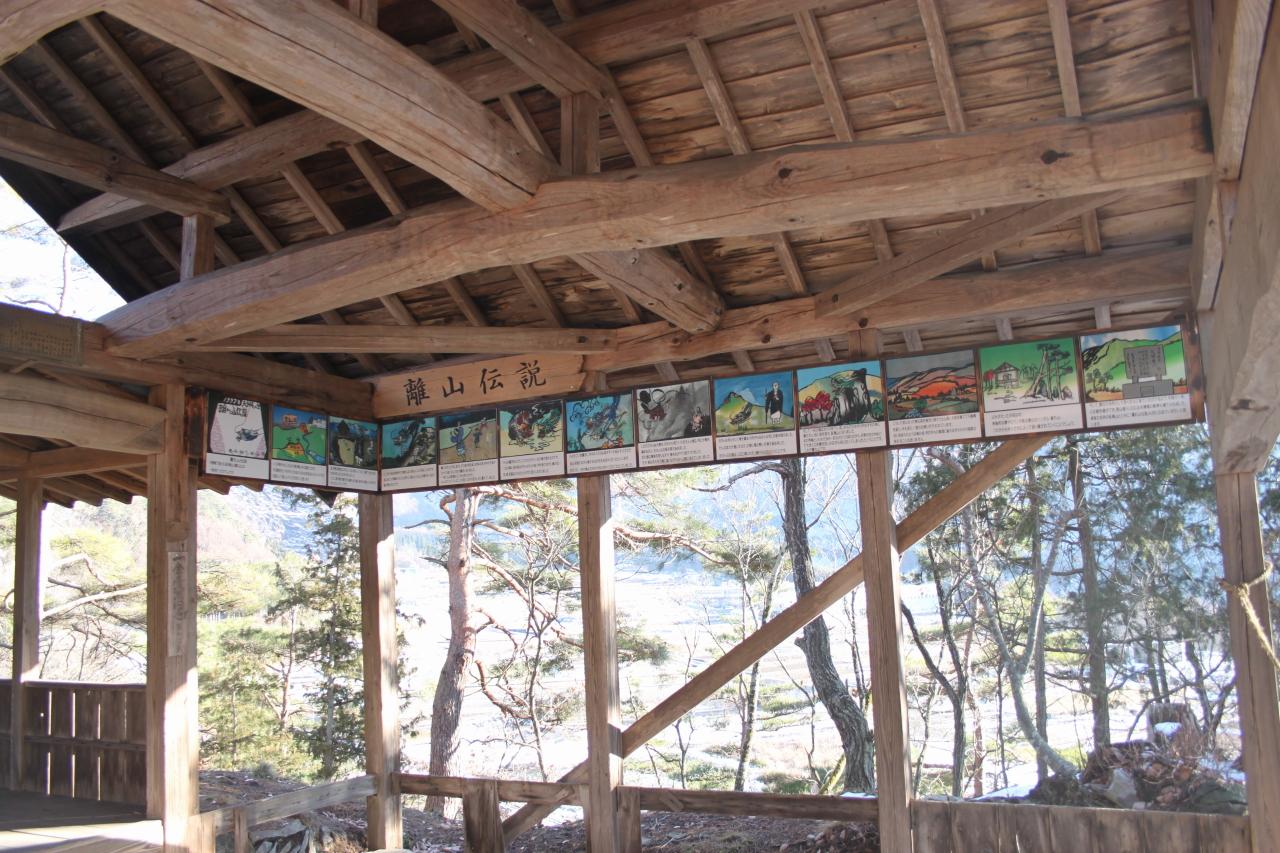 離れ山伝説の紙芝居を、祠に展示しました。