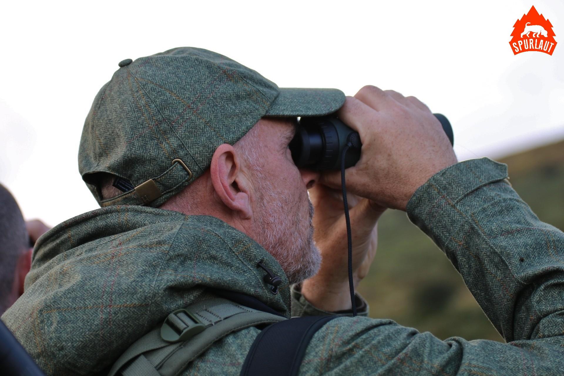Der Entfernungsmesser im Fernglas erleichtert die Jagd in fremden Revieren