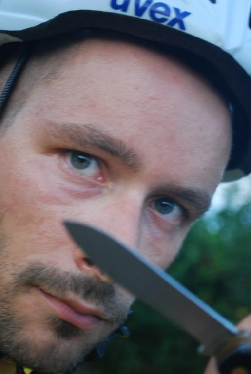 le couteau c est pour les chıens, ıls sont trop nombreux, trop gros, trop de dents, trop seuls