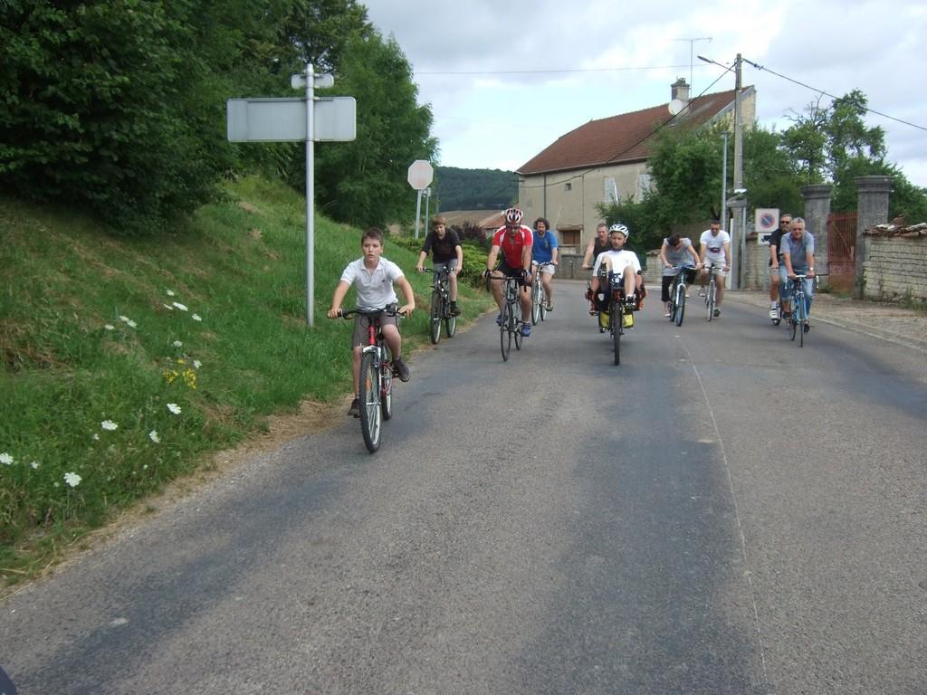 Les habitants de Cirfontaines nous accompagnent sur quelques km