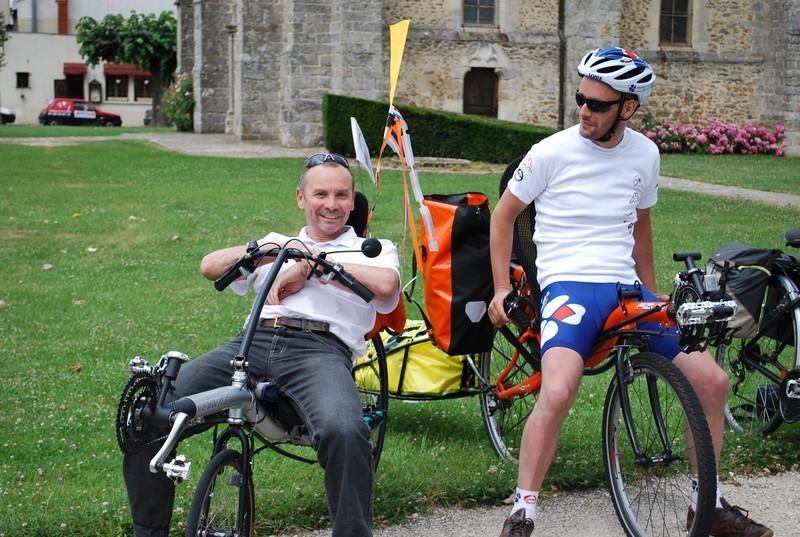 Denis, rencontré à Villeneuve le Comte, roule également à vélo couché
