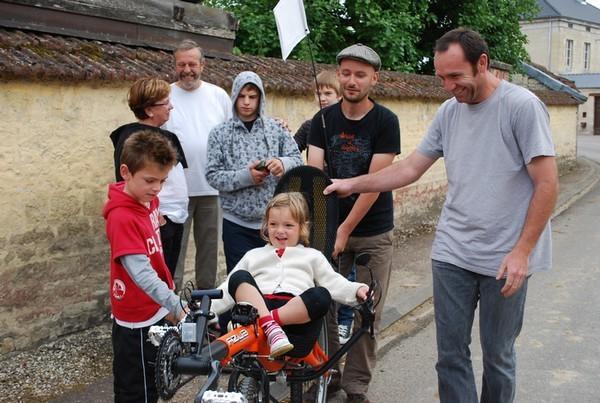 Essai de vélo dans les rues de Cirfontaines