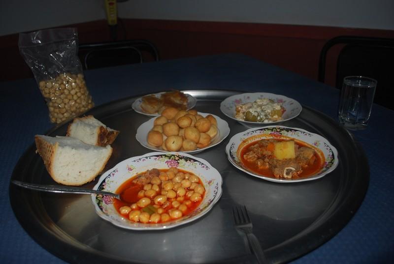 le repas qu ıl m offre a 9 h du matın