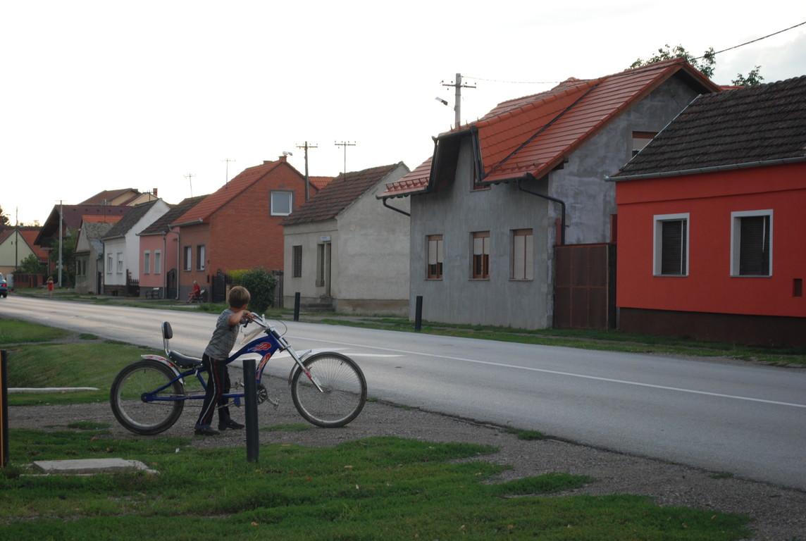 un enfant fier qui sans un mot réplique à mon vélo en allant chercher le sien !