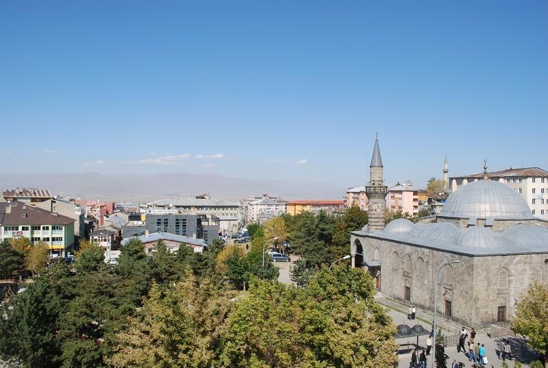 Erzurum, 1950 m d'altitude, les montagnes autour toisent les 3500 m