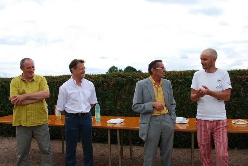 Accueil par M. Lefèbvre, le maire de Villiers le sec et vice président de la ligue et du président de la ligue contre le cancer haut marnaise le samedi 11 juillet