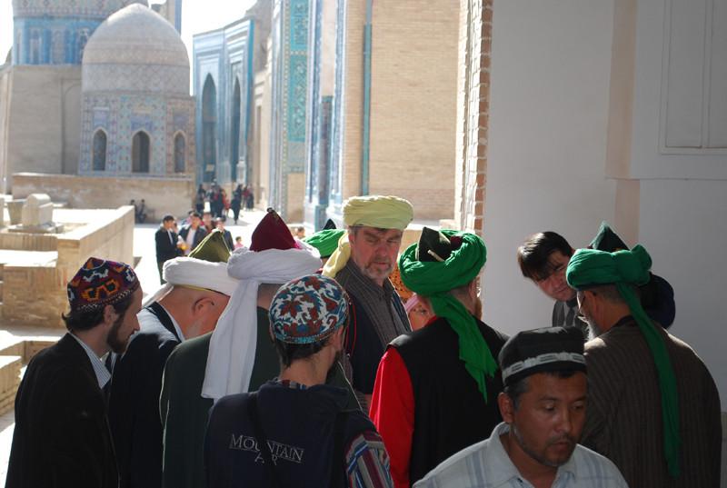 un groupe de touristes allemands et espagnols, musulmans convertis...