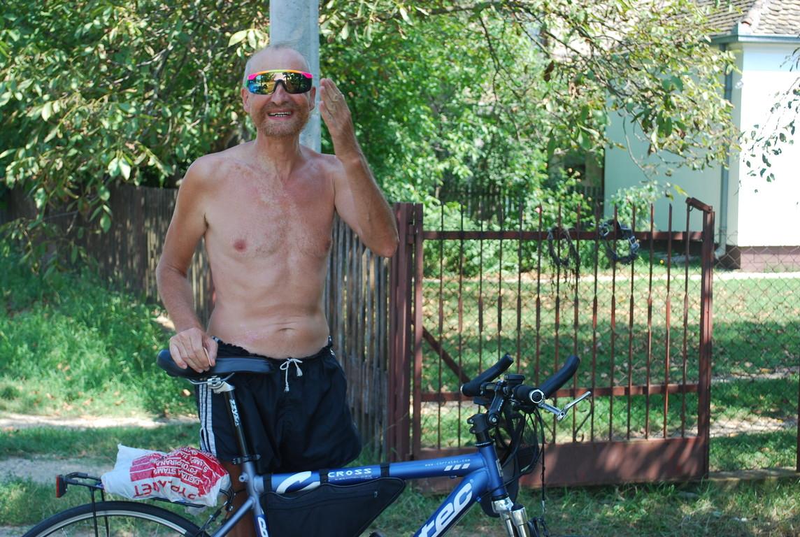 Dobrovoje, qui s'excuse de ne pouvoir cette fois nous accueillir à Belgrade, puisque sur son vélo il part dans la direction opposée