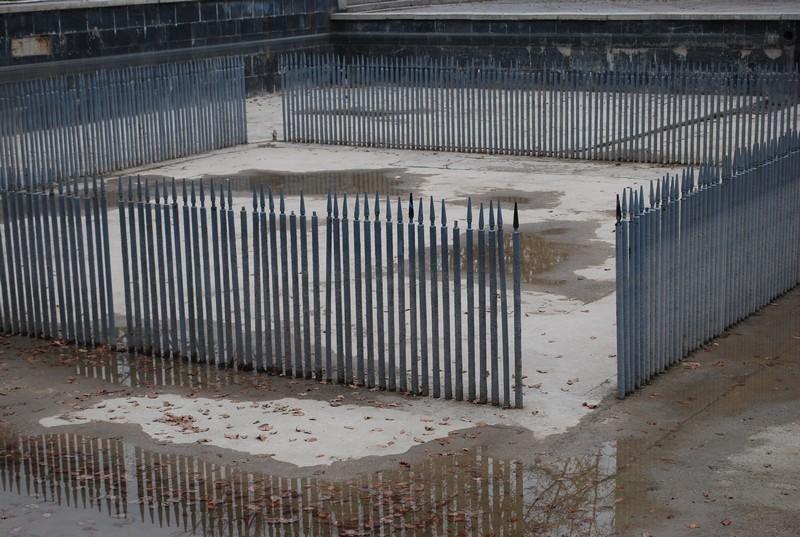 fontaine, sans eau