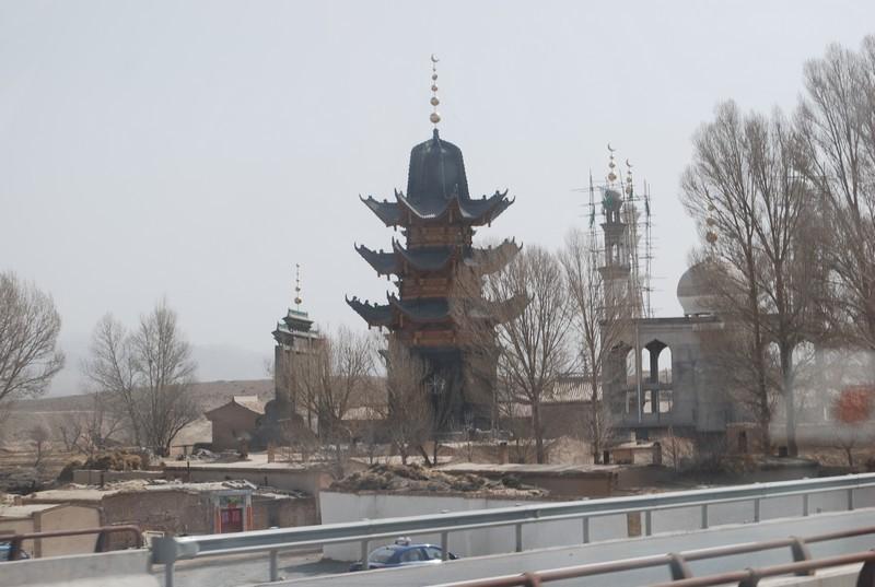 oui, c'est une mosquee, fini le Xinjiang, le Gansu c'est la Chine !