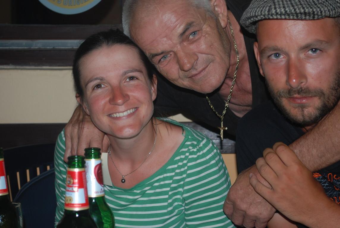 Franje, qui jugea qu'offrir une puis deux bières ne suffisait pas, et nous ouvrit sa maison pour une nuit.