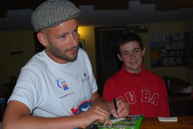 puis signature du premier autographe!