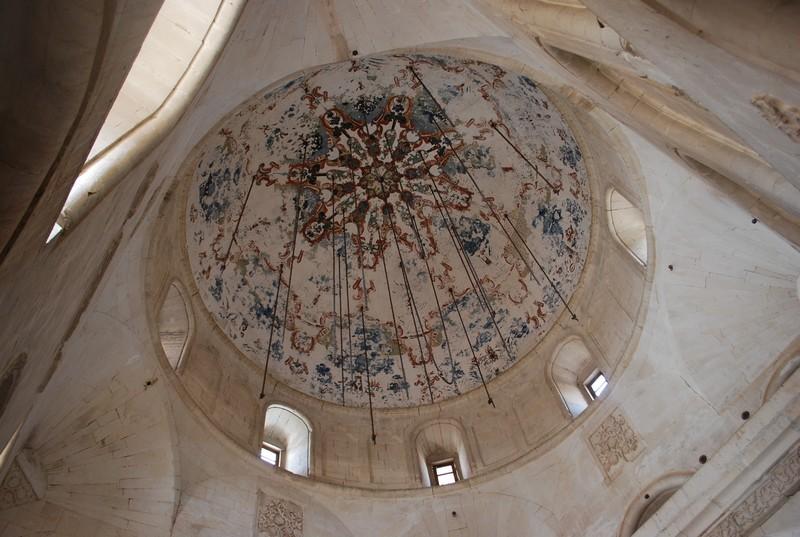 sous la coupole de la mosquee du palais