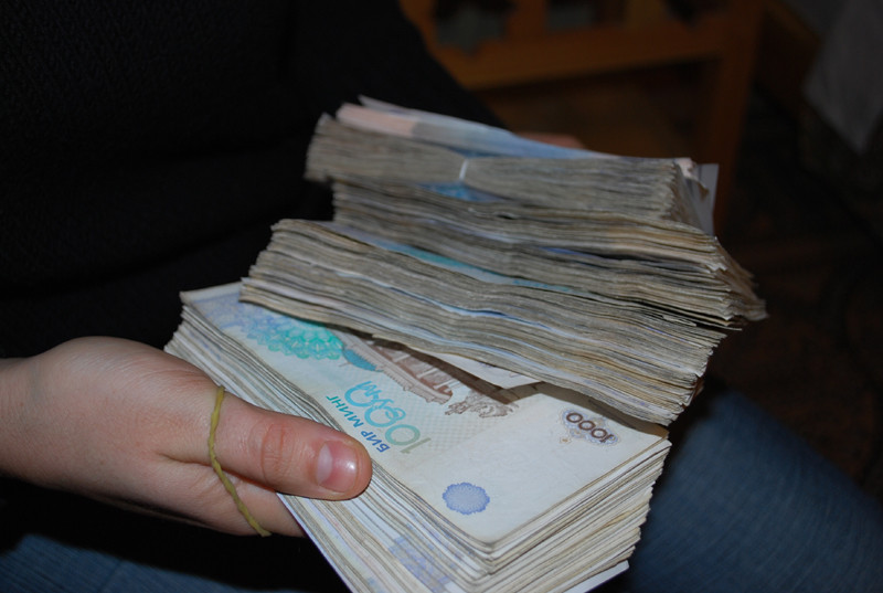 ce qu il advient de 4 billets de 100 dollars, la plus grosse coupure ouzbek vaut 50 centimes d euro