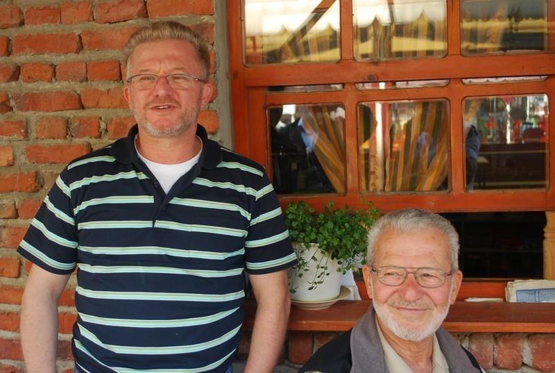 Pere et fils bis, Emin, celui des services sociaux de Munich