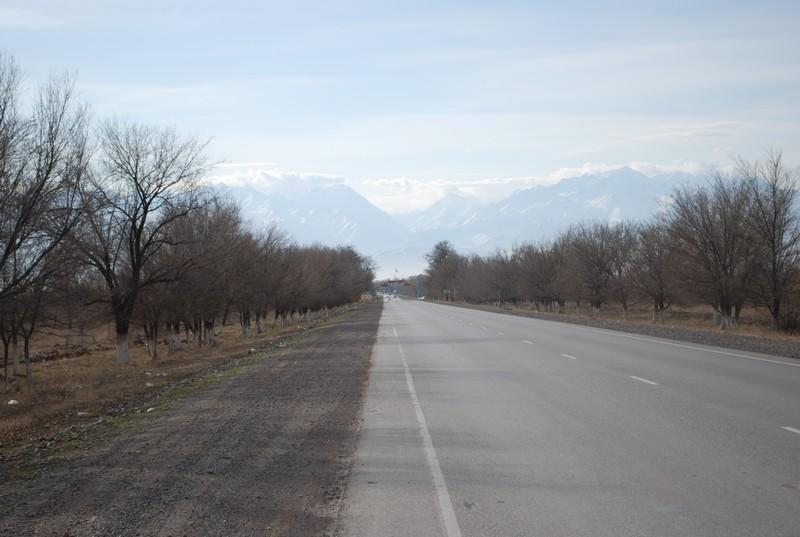 au loin, le Kirghizstan