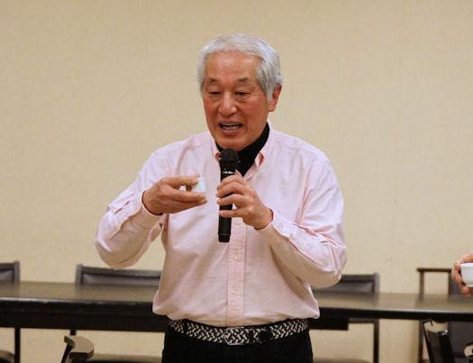 今年の抱負を「おちょこ」片手に釜田先生が語ります。