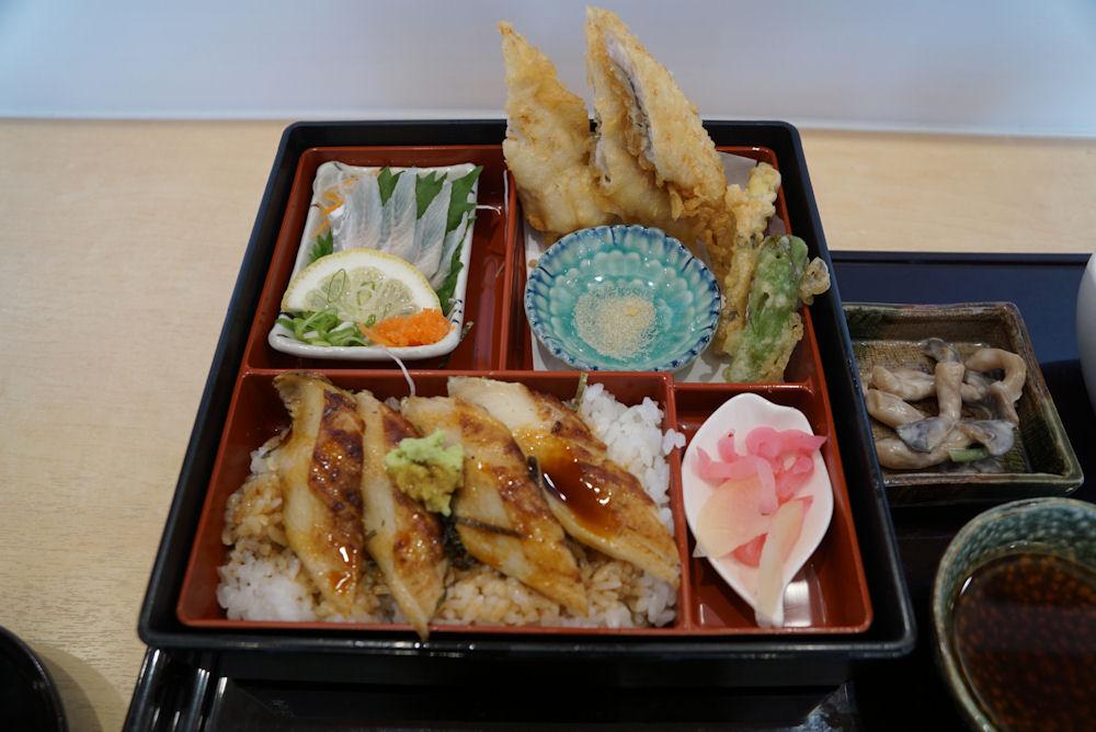 お昼ご飯は豪華に姫路名物「穴子ずくし」です。