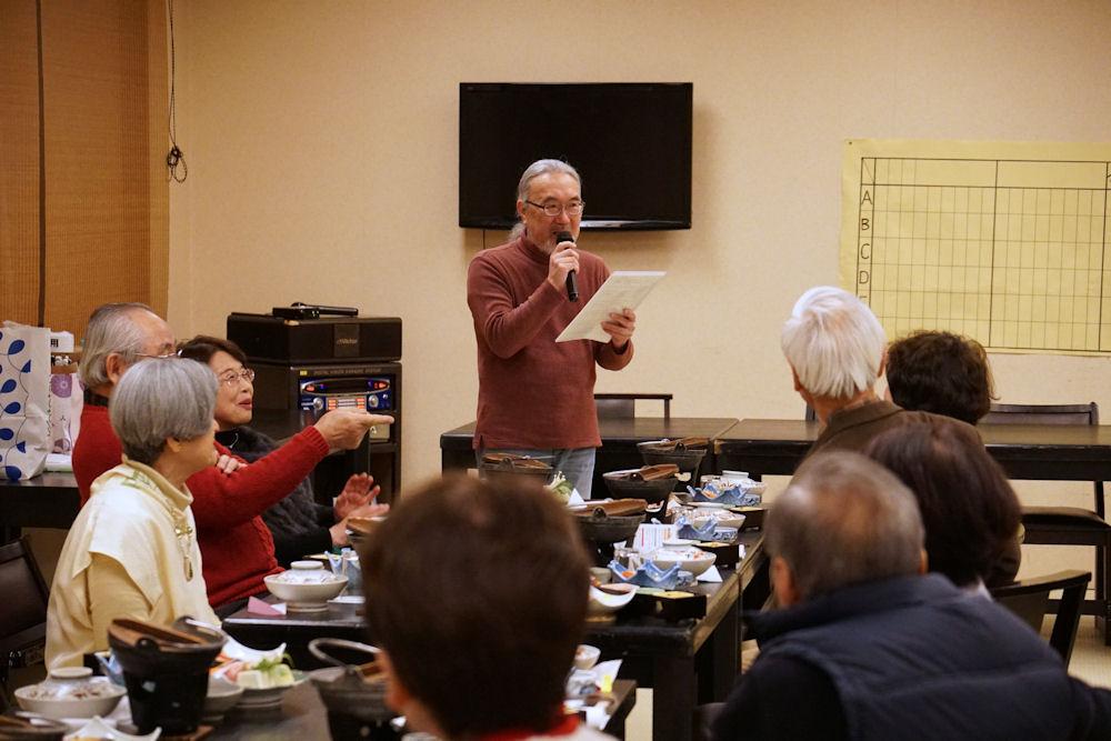 親睦委員長が「ゲーム大会」の開催を宣言します。