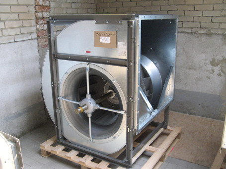 Fans with reinforced casings and bearings